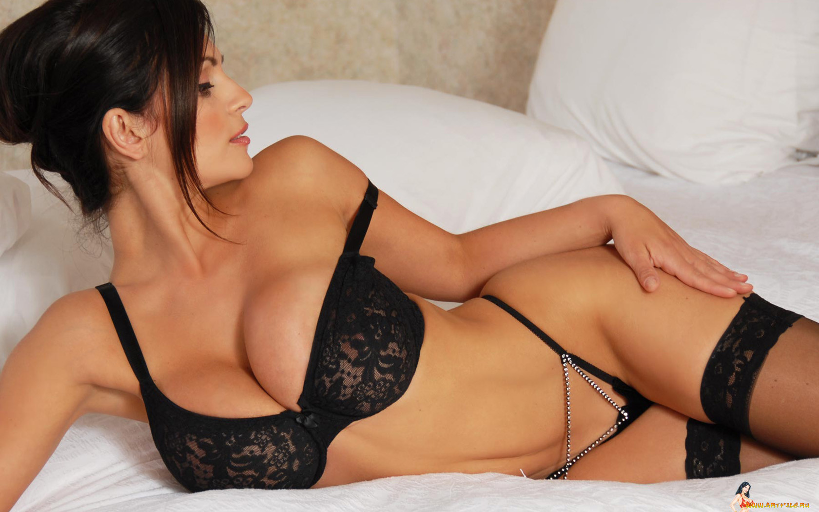 Denise Milani bed el blog del Erotismo