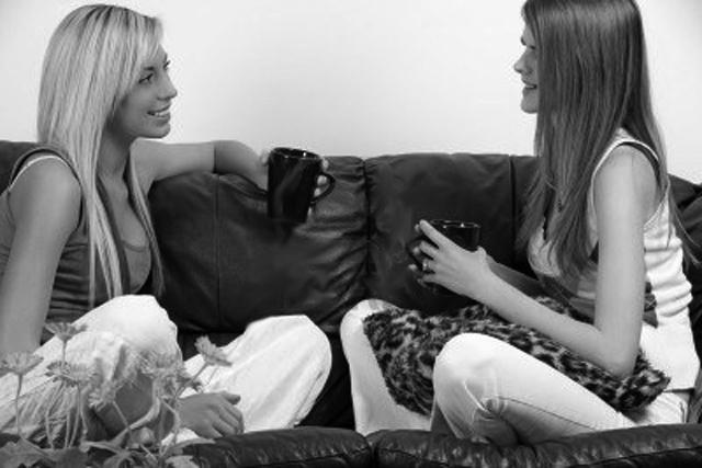 Hablando con mi amiga Me lo hice con mi amiga, relato lésbico, el blog del erotismo