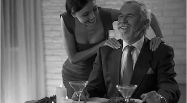 Chica joven con hombre mayor